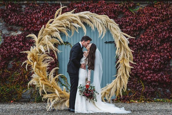 These pampas grasses arrangement will make a statement on your wedding | SheerEverAfter.com | Your online maid of honor