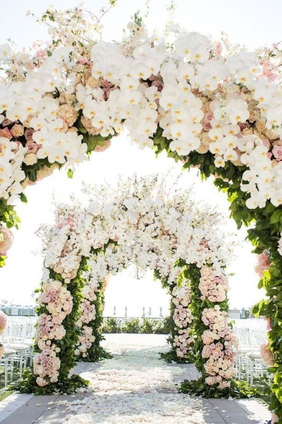 http://bellethemagazine.com/2017/02/15-dreamy-wedding-ceremony-ideas-fairytale-affair.html