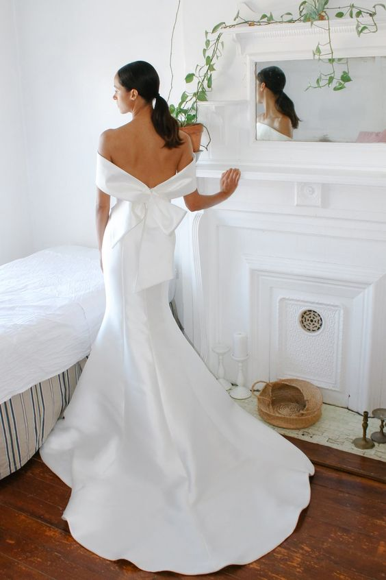 Before you try on any wedding gowns, read our tips and you'll feel much more chilled as you hit the bridal shops.