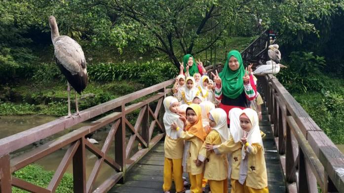 hannah-damia-trip-little-caliph-bird-park-kl