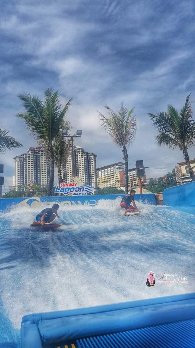 sunway-lagoons-flow-rider-surf-simulator-pertama-di-malaysia-2