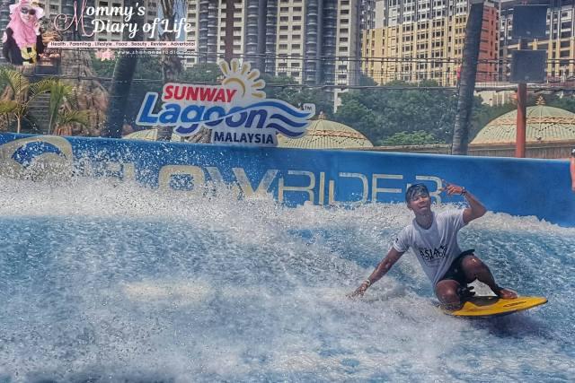 sunway-lagoons-flow-rider-surf-simulator-pertama-di-malaysia1