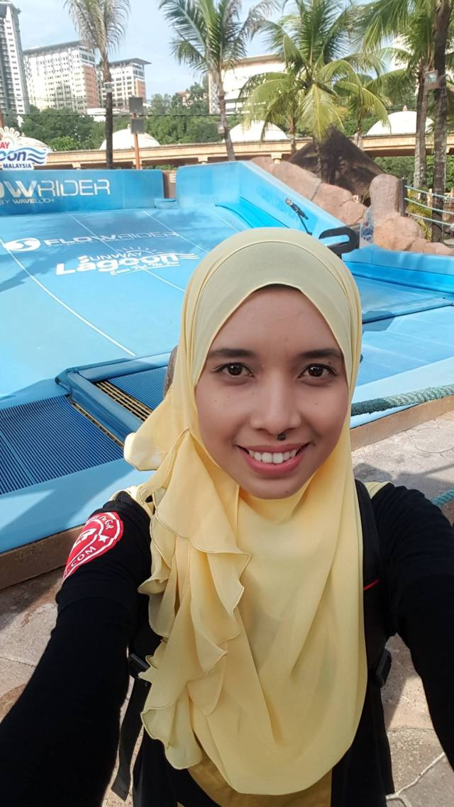 sunway-lagoons-flow-rider-surf-simulator-pertama-di-malaysia2