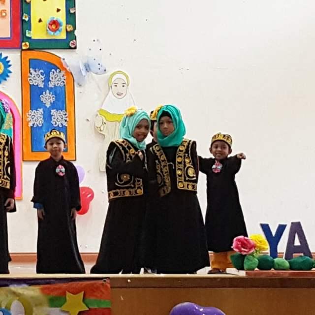 grand-ihtifal-little-caliph-2016-graduation-lil-hannah-damia