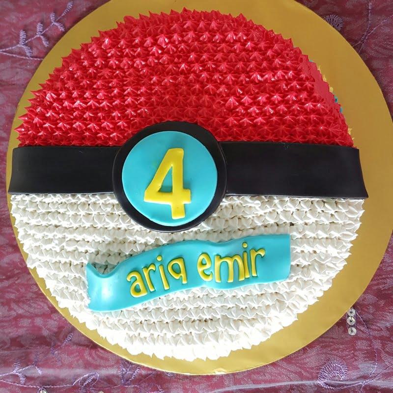 tema-kek-pokeball-untuk-birthday-ke-4-ariq-emir