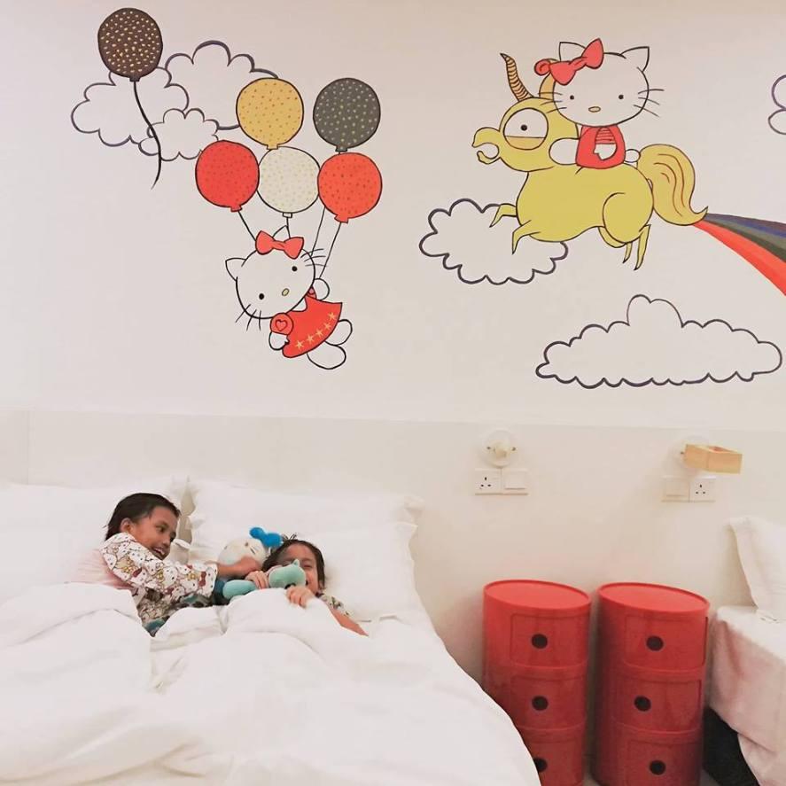 HANNAHDAMIA BIRTHDAY TRIP BILIK TEMA HELLO KITTY DI HOTEL DE ART i-CITY SHAH ALAM (39)
