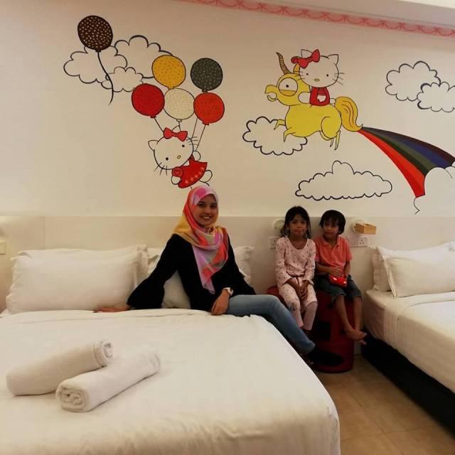 HANNAHDAMIA BIRTHDAY TRIP BILIK TEMA HELLO KITTY DI HOTEL DE ART i-CITY SHAH ALAM (8)