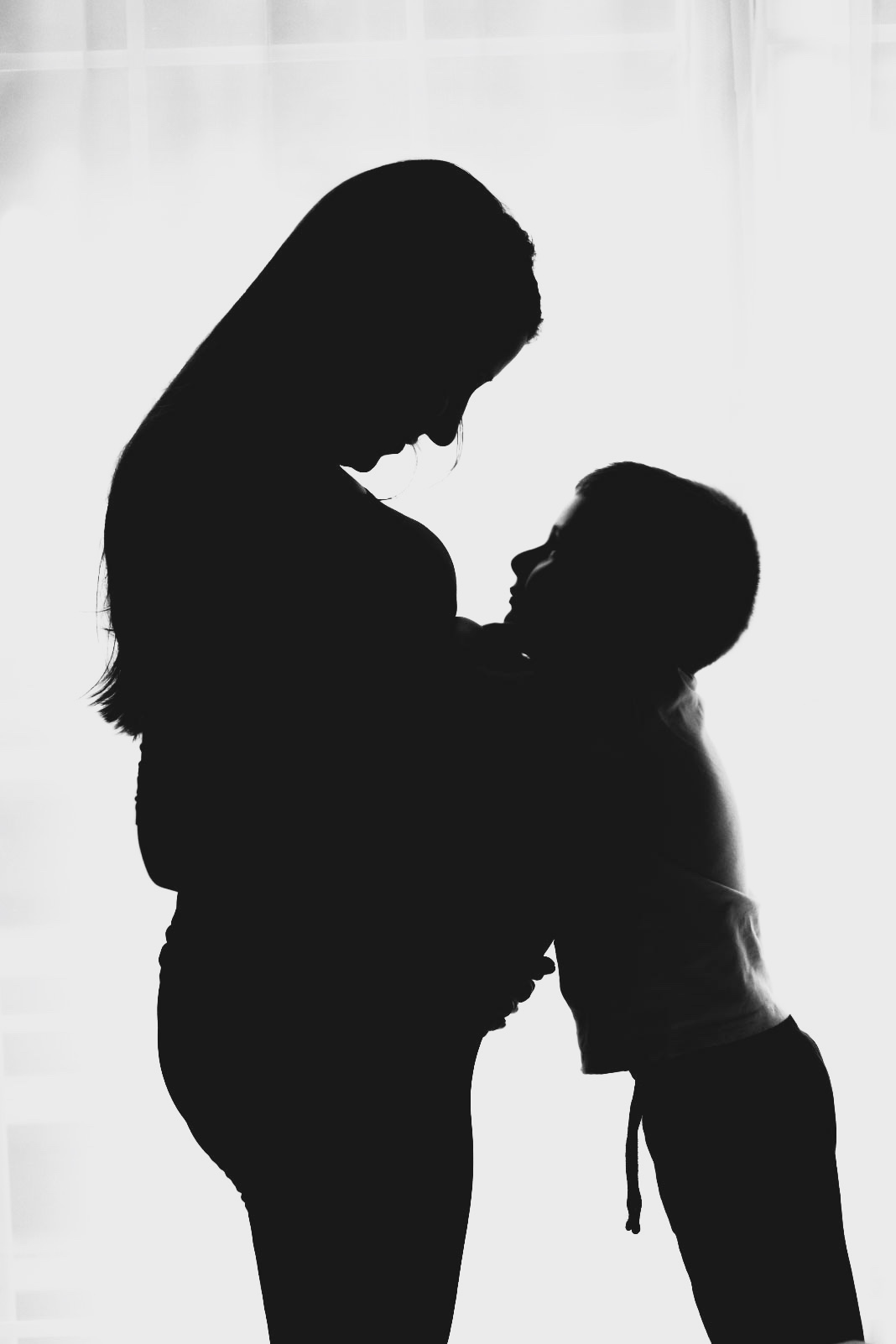 silhouette pregnancy picture with son