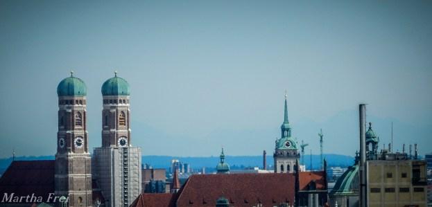 Die welschen Hauben der Frauenkirche und St. Peter