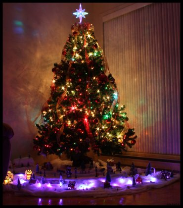 christmas_tree_by_julie1226