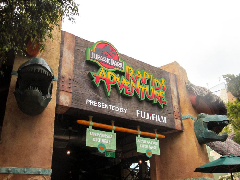 UNIVERSAL STUDIOS SINGAPORE jurasic park adventures-2