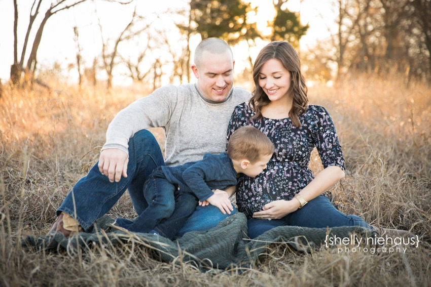 A gorgeous natura + candid maternity session In McKinney Texas by Shelly Niehaus Photography