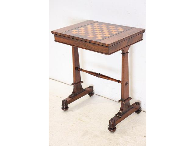 チェスとバックギャモンもできるアンティークのカードテーブル