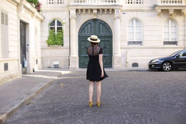 petite robe noire - canotier - chapeau de paille - été - summer