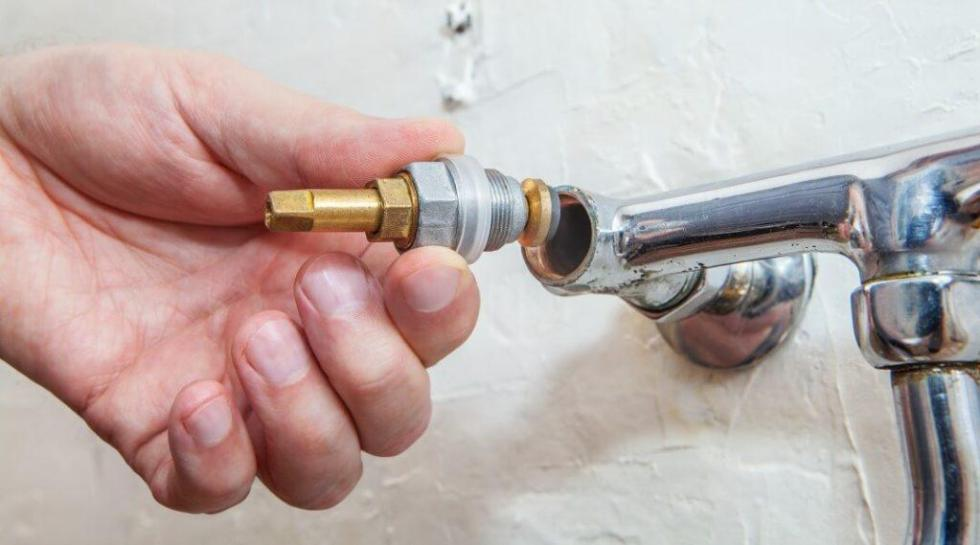 best-touchless-kitchen-faucet-installation