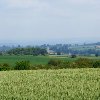 That is the church in Chipping Campden in the distance but we were starting to walk away from it ....