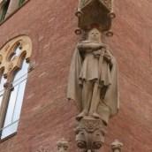 Corner sculpture