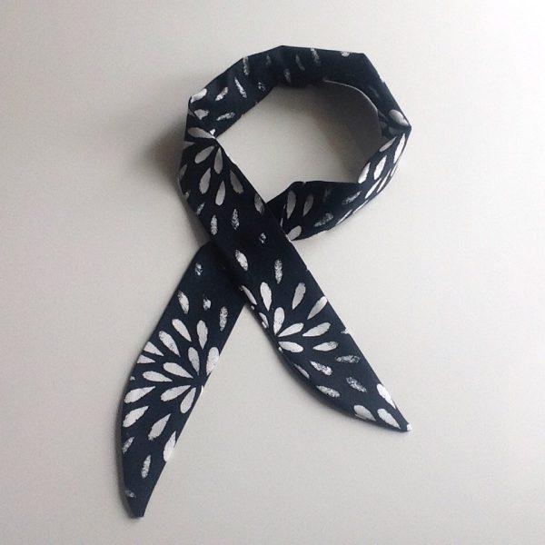Cooling scarf black & white by sherocksabun