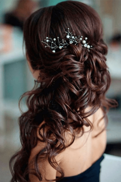 16 Christmas Party Hairstyle Ideas That Are Anything But