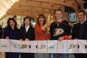 Susan Samueli, Corey Perry, Scott Niedermayer, Anaheim Ducks ribbon cutting
