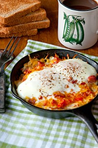 Hash brown omelet skillets