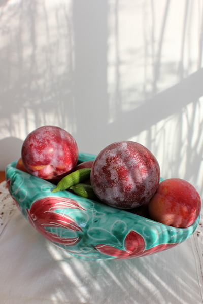 pluots, plums