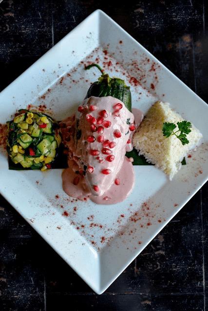 Chile Relleno en Nogada Rosa, Taco Rosa