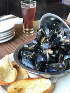 Penn Cove Mussels, Moules Mariniere