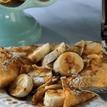 crepes with bananas and maple syrup