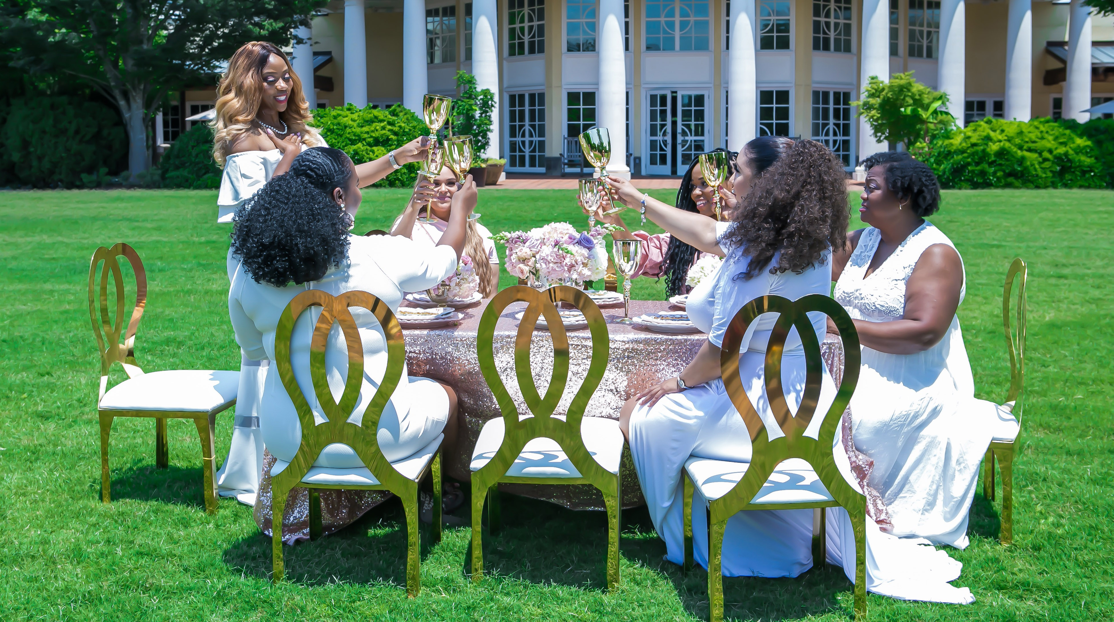 Girl, it's time to network!! 5 Easy ways to grow your connections, today.