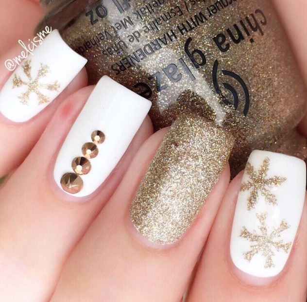 Winter Nail Designs: Gold Snowflake Nail Art