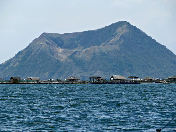 090309 0362 Boat Ride to Taal Volcano