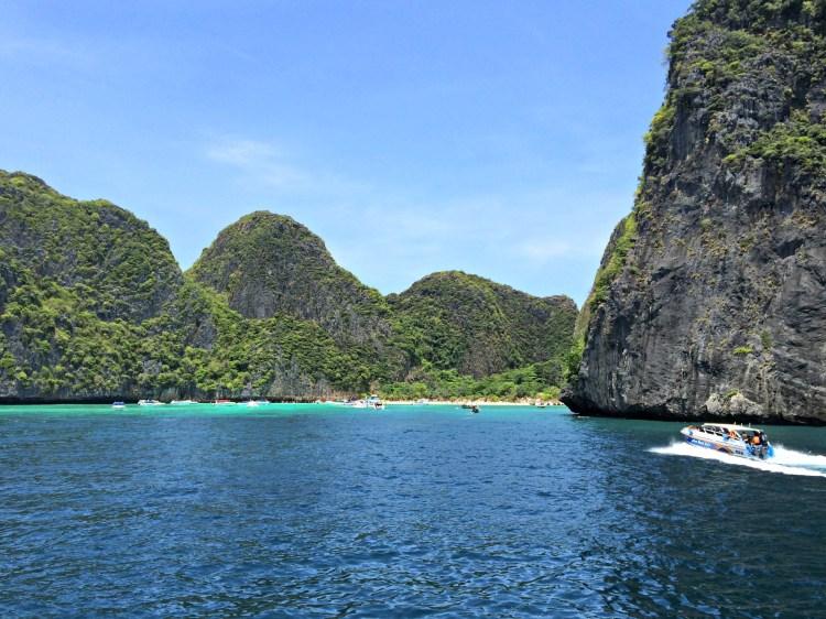 Maya Bay - Scuba Diving in Phuket/Phi Phi - www.shewalkstheworld.com