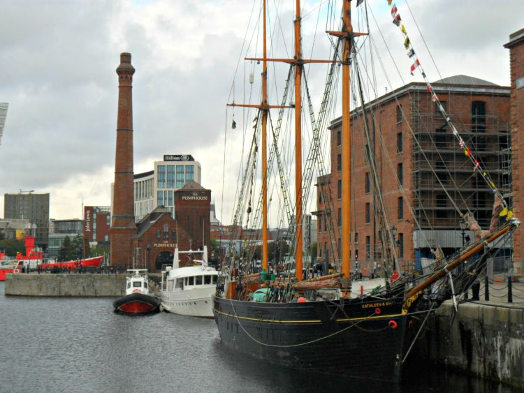 Albert Dock - My Day in Liverpool - www.shewalkstheworld.com