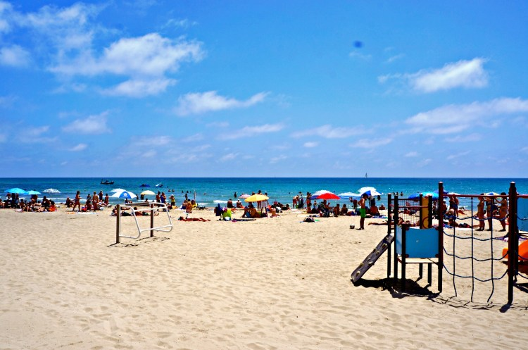 Postiguet Beach - Alicante in One Day - www.shewalkstheworld.com