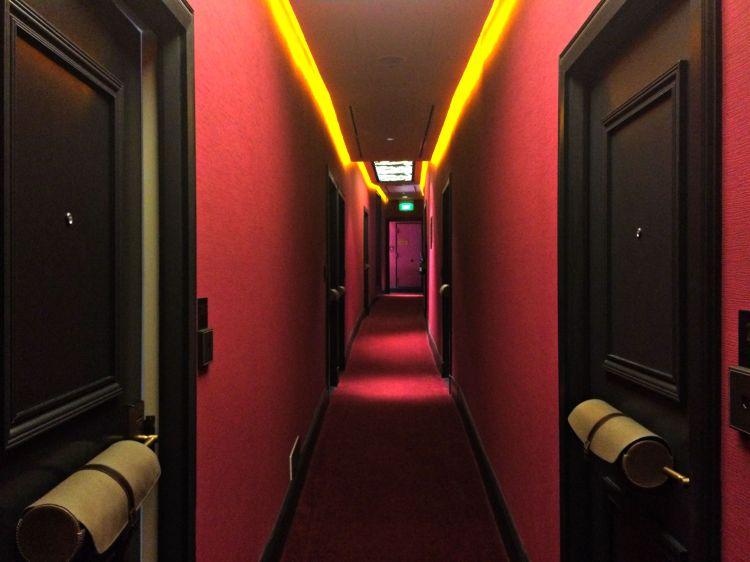 A Night in The Scarlet Singapore - www.shewalkstheworld.com