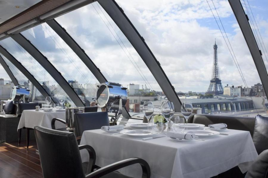 The restaurant in The Peninsula Paris, one of the best hotels in Paris with Eiffel Tower view