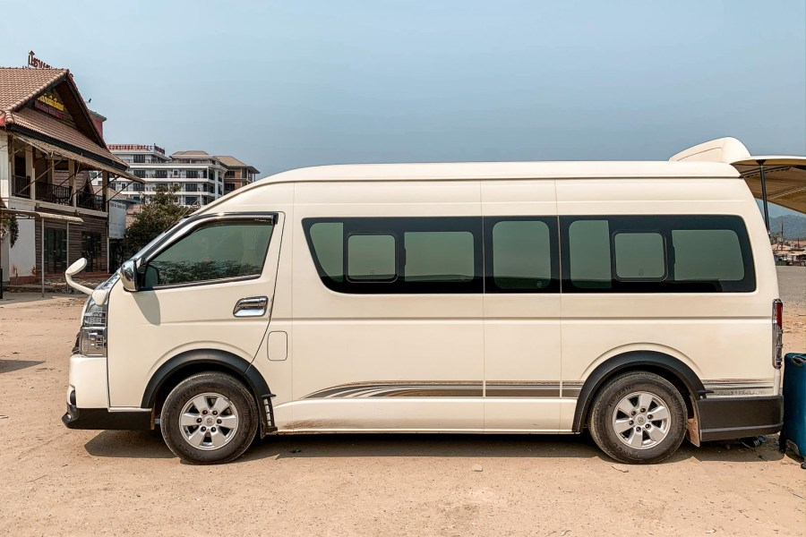 Traveling with a minivan from Vang Vieng to Vientiane