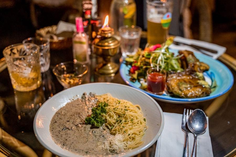Dinner at Chivit Thamma Da Coffee House in Chiang Rai