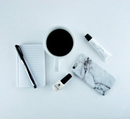 -white_black_accessories
