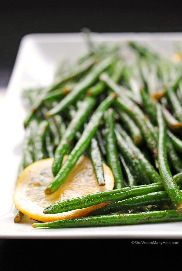 Garlic Lemon Green Beans Recipe | shewearsmanyhats.com