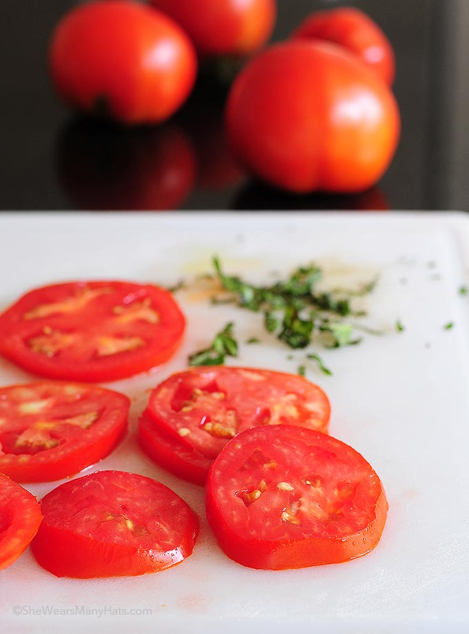 how to make a tomato basil mozzarella sandwich