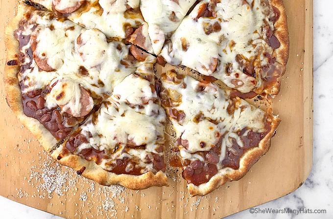 Easy Grilled Cowboy Pizza Recipe | shewearsmanyhats.com