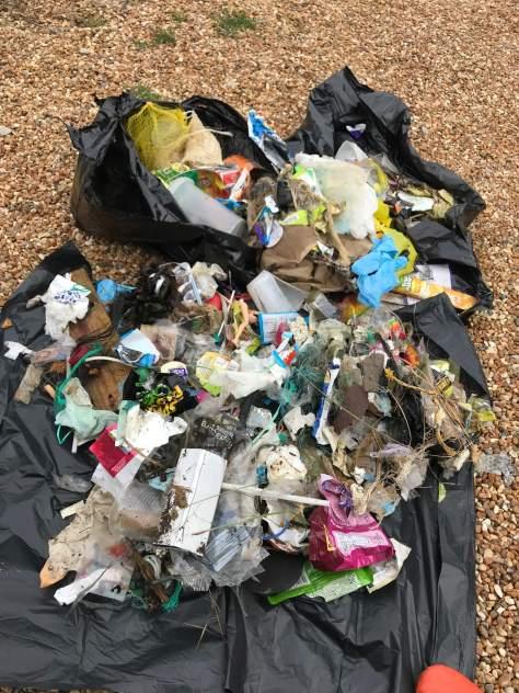 plastic_on_beach_litter