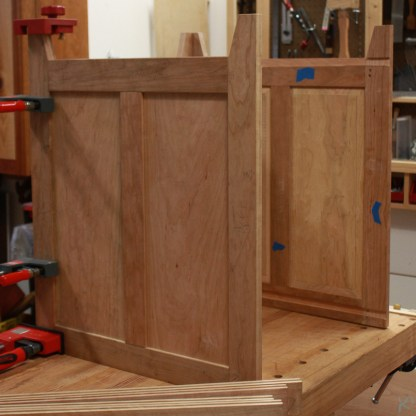Squared cabinet with internal dados.