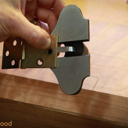 Then I set up the small router to the thickness of the hinge.