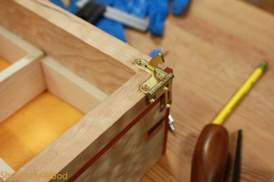Hinge and arm set in the bottom.