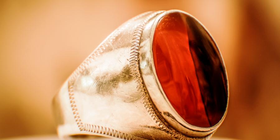 Серебряное кольцо с красным агатом