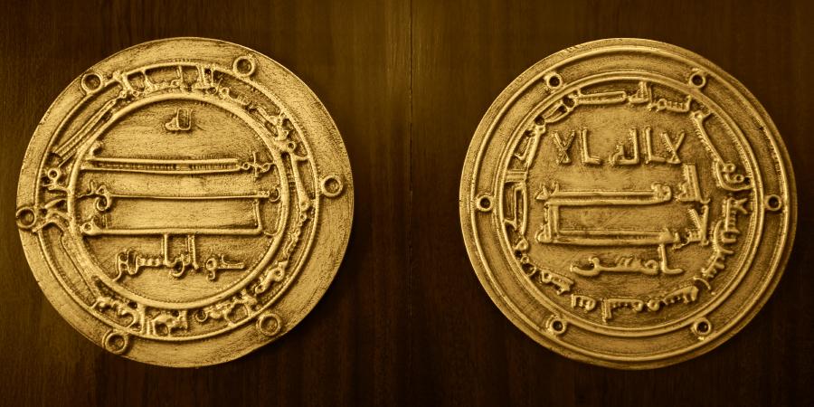 Два старинных золотых дирхама
