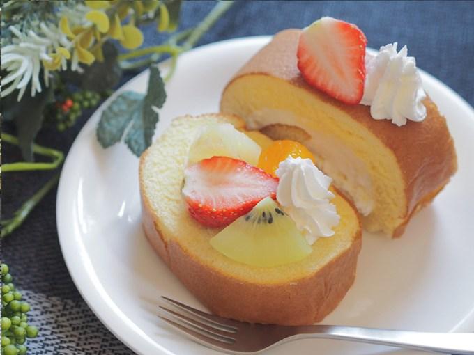 ロールケーキ アレンジ 市販,ロールケーキ デコレーション,ロールケーキ おしゃれ 盛り付け